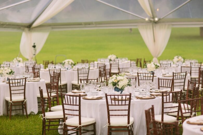 10 Tips On How To Buy Wholesale Suitable Tables And Chairs For