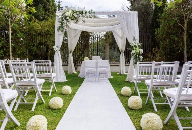 7 Tips for a Dreamy Backyard Wedding - 2020 Guide - Royal ...